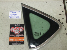 VAUXHALL ASTRA J  1/4  QUARTER   WINDOW / GLASS  2011 - 2012 - 2013 - 2014   PASSENGER  SIDE   ( CHROME TRIM TYPE ) (1)
